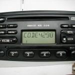 Prawidłowo wpisany kod w radiu można wcisnąć przycisk 5 i zatwierdzić kod.
