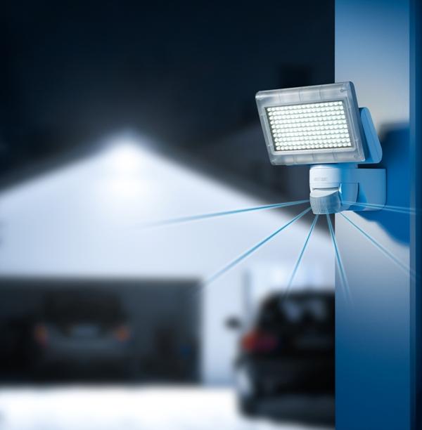 reflektor diodowy z czujnikiem ruchu xled home 1 firmy. Black Bedroom Furniture Sets. Home Design Ideas