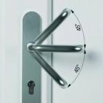 Zamek sterowany klamką: ryglowanie drzwi przez obrót klamki o 45 stopni w górę fot. Winkhaus