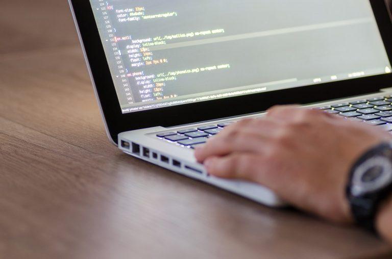 Jak zmienić branżę i zostać programistą?