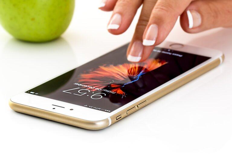 Jak prawidłowo dezynfekować smartfona?