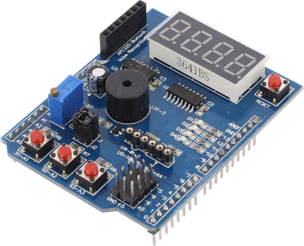 Fot. 1. Moduł rozszerzenia z wyświetlaczem LED i przyciskami. Za jego pomocą można łatwo wykonać zegar.