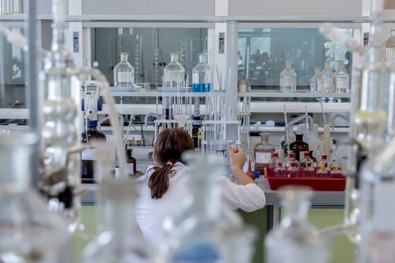 Gdzie kupimy znakomitą aparaturę laboratoryjną?